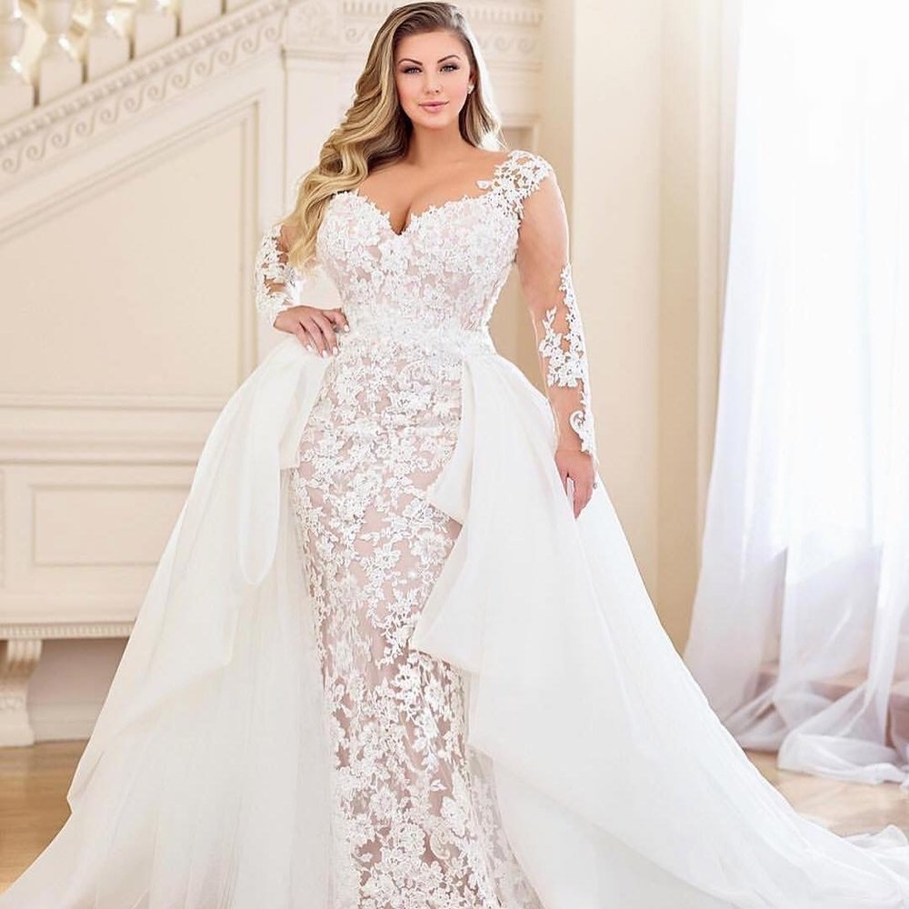 belle_curvy_couture    Speechless... breathtaking... gorgeous! What else is there left to say? .  #Repost  @prettypearbride with @get_repost  ・・・ WEDDING GOWN INSPIRATION | 3 dresses in 1, swipe through to see all the looks. Loving this @martinthornburg  #weddingdress , part of the @moncheribridals  #weddinggown collection. // Sizes up to 26W // Image via @martinthornburg ・・・ 3 dresses in 1 !!! 💖 Meet the oh so grand Dolores~119284 with both detachable lace sleeves and voluminous train. Swipe thru to see each look! ✨💕✨ • •  #prettypearbride  #slay  #curvybride  #plussizefashion  #curvyfashion