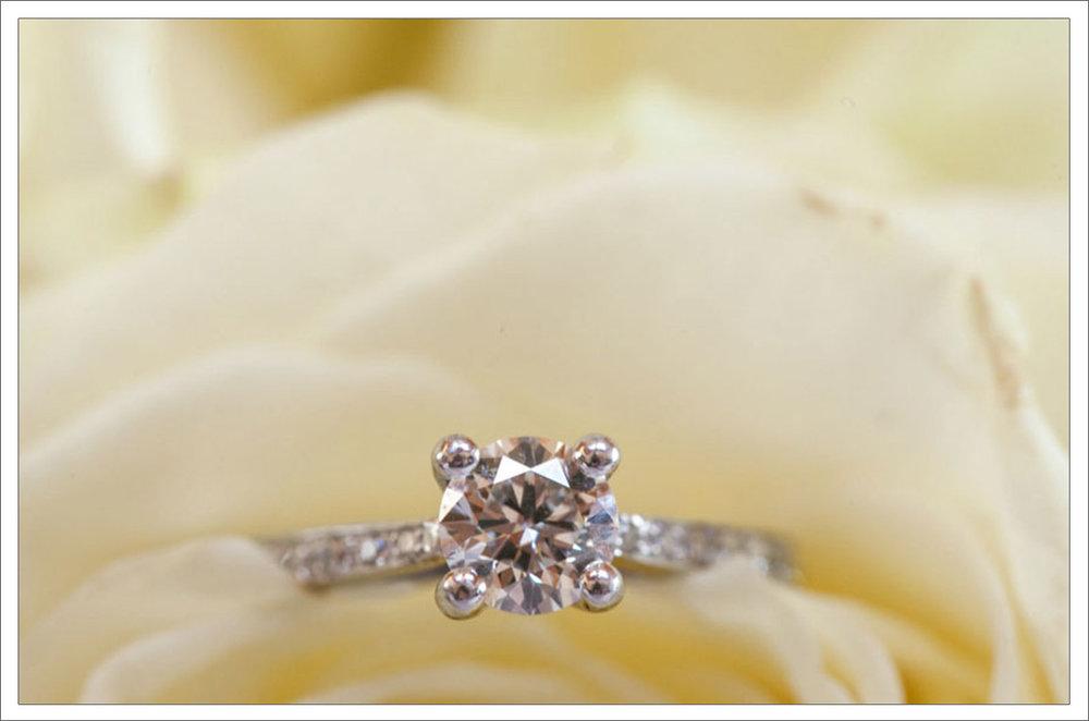 3-engagement-ring-wedding-details-macro-photography2.jpg