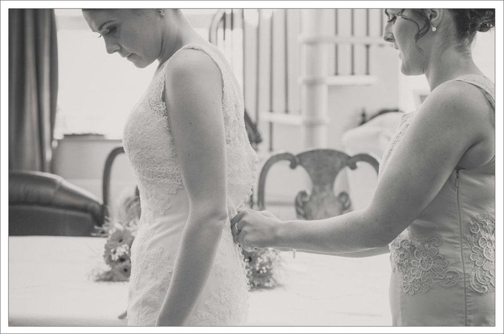 4-Mornign-of-wedding-day-in-Clare-Bridal-prep-photos-1.jpg