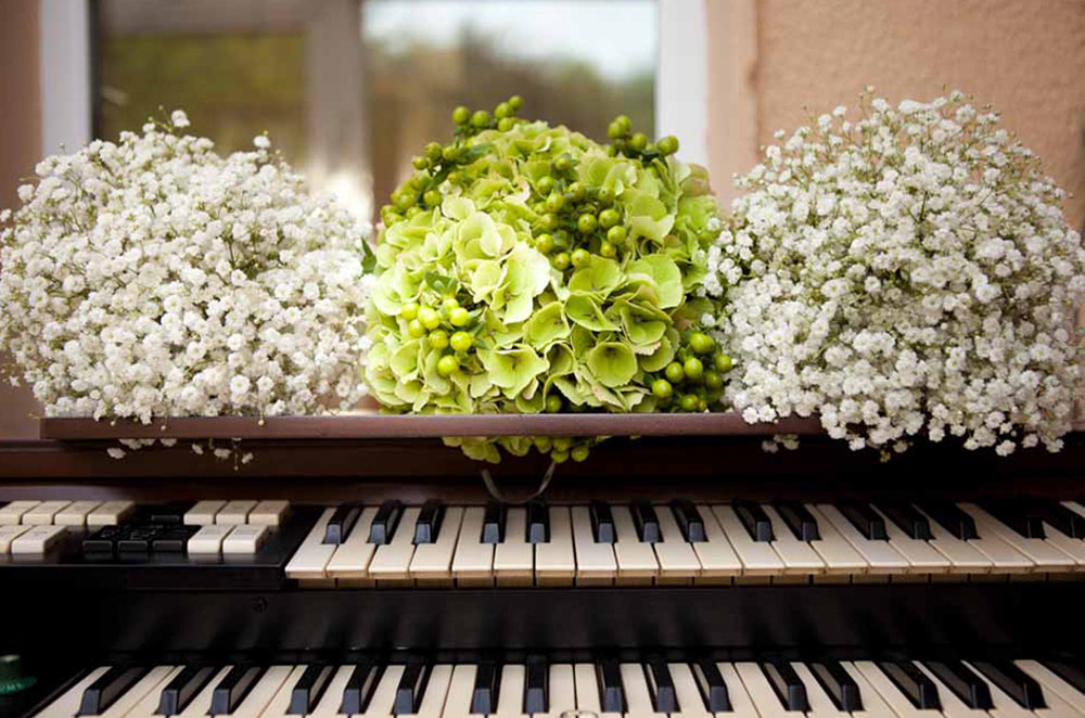 3_Killaloe_wedding_Seasonal_Flowers.jpg