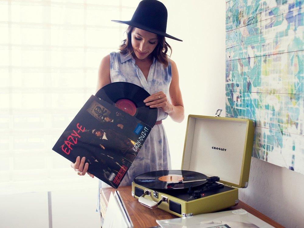 Vinyl-Concierge-Lea-Sindija-1_0.jpg