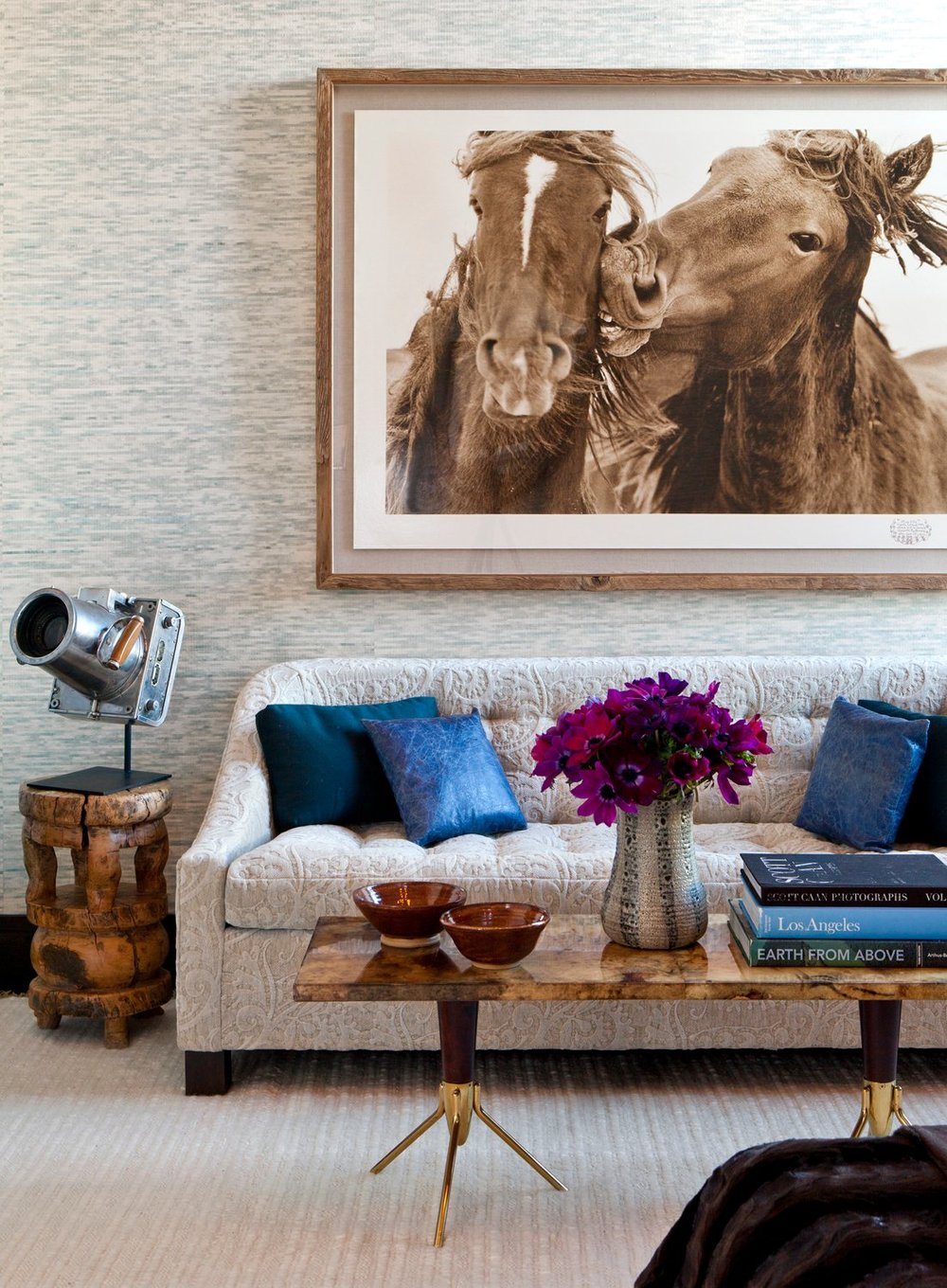 elegant_family_room_with_accessories.jpg