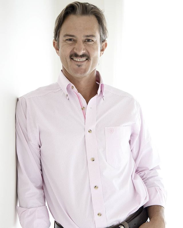 Head to @scenic_road_properties ...... to follow the latest on new listings and sold properties in the Scenic Rim and GC Hinterland. Director and Principal Drew Slack-Smith also talks shop on being a Real Estate Agent. Here he is wearing pink, @ariataus shirt from @backroadsaustralia 👌 (totally biased of course) ..... great branding shots by our super Mum Jade from @visualbrandinggc @foreverafterphotography .... as a brand, SCENIC ROAD PROPERTIES will be rolling out a nice fresh clean crisp look. Look out for their FOR SALE signs designed by Stephanie @st.clementcreative .