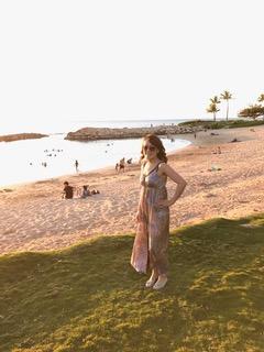 数カ月前にバケーションで行ったオアフ。一番綺麗なビーチ(名前は覚えてません)で撮った写真です。夕陽がとても綺麗でした。