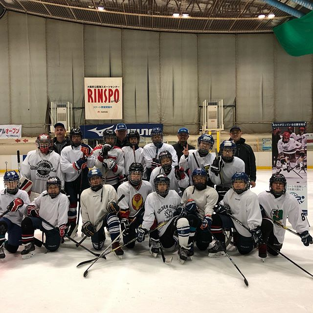 We had a blast testing the Rinkai Junior Ice Hockey Team. - - - fun fact: this is one of the nicer rinks in 🇯🇵 and we have yet come across a rink with team rooms for players to change in. #spoiledincanada . - - - #globalsporttesting #knowwhereyoustand #hockey #japan #icehockey #osaka #playerdevelopment #grateful #hockeydevelopment