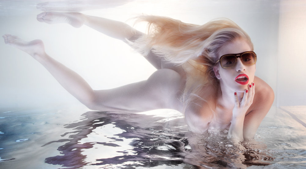 dior-sunglasses-underwater-product-photographer-advertising-photography-stan-musilek