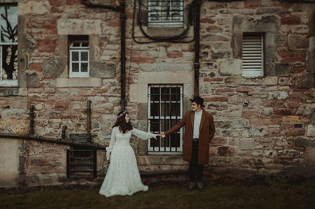 Love in Scotland @hanssfm & @judithmonzondiaz 🖤🖤🖤 Dress: @pedro.palmas // Flowers: @el_arriate_flores_y_mas_flores  Thanks @tuguiaenescocia for that amazing day.  @visitscotland #visitscotland