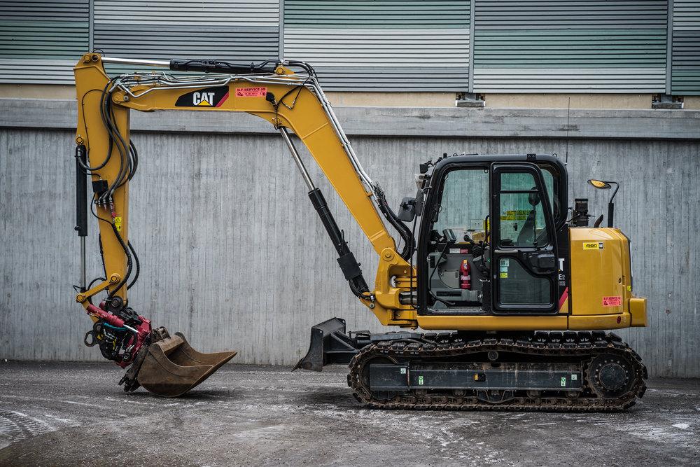 Maskindata Cat 308 E2 - Vikt: 8400kgBredd: 232 cmHöjd: 255 cmGrävdjup: Ca 500 cmRotator, Standardskopa, kabelskopa, planerskopa, tjälkrok & asfaltskär.