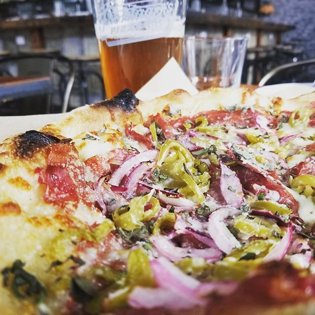 Allow us to put a finishing touch on your Spring Break with a Frontager's Meat&Veggie, accompanied by a fresh pour from one of our 10 beer taps #seabrookwa #pnw #yummypizza #graysharborliving #drinklocal #eatlocal