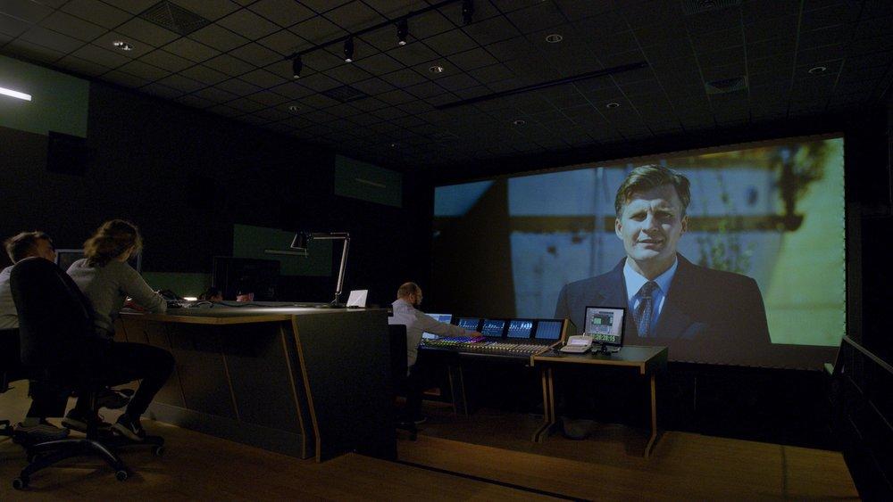 kinomischung - In unserer Dolby 5.1 und 7.1 zertifizierten Kinomischung (re recording studio) werden in einem Atelier von 160qm Flächengröße und auf einer Leinwandgröße von 45qm Kinospielfilme und Dokumentarfilme final gemischt und Screenings für Abnahmen veranstaltet.