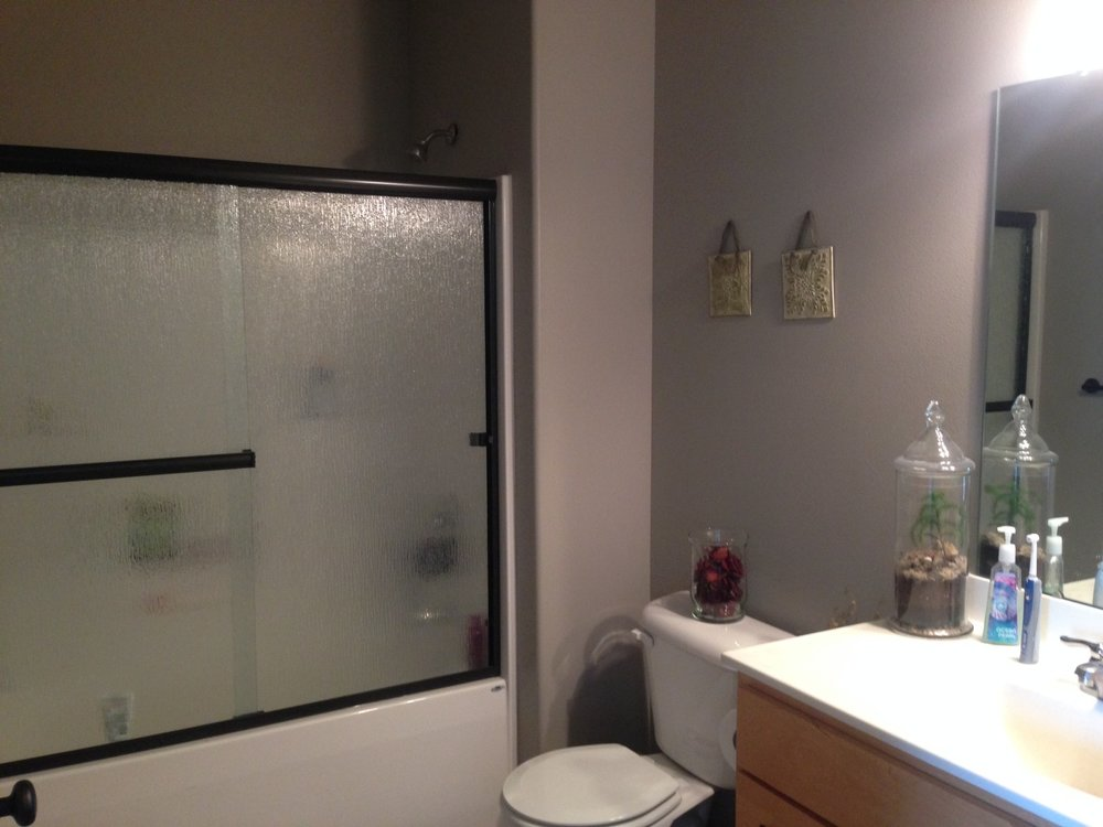 401-bathroom.jpg