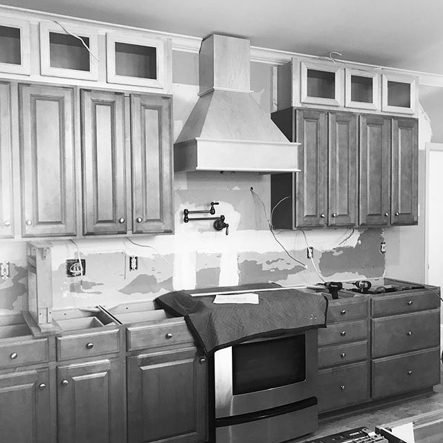 Pro tip ✨ . When trying to make a space feel taller, add uppers to the space above your cabinets and a nice oven hood! #kitchenrenovation