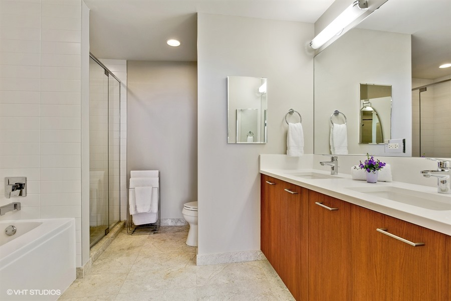 09_1901SCalumet_Unit907_13_MasterBathroom_LowRes