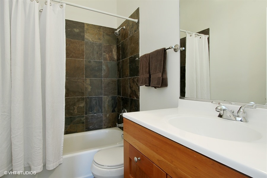 14_834NWood_8_Bathroom_LowRes