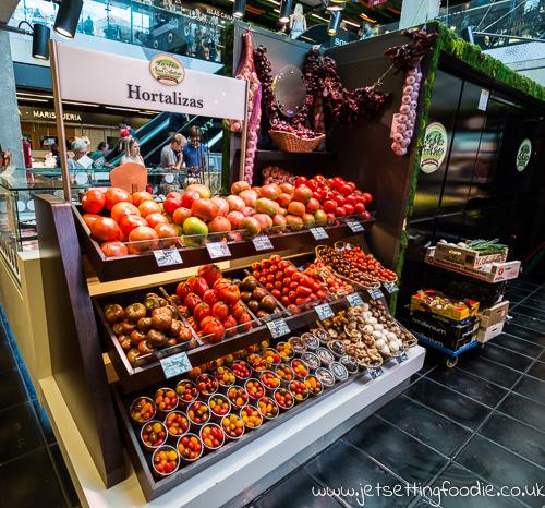 How many varieties of tomatoes can you name? @ Mercado de San Anton
