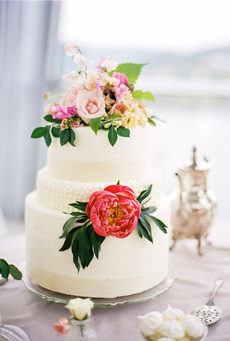 Spring-Wedding-Cakes-Bamber-Photography