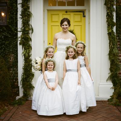 southern-wedding-flower-girl-crowns