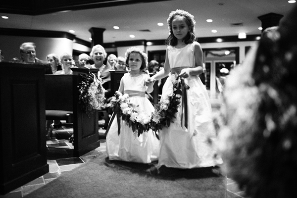 southern-wedding-flower-girl-garland
