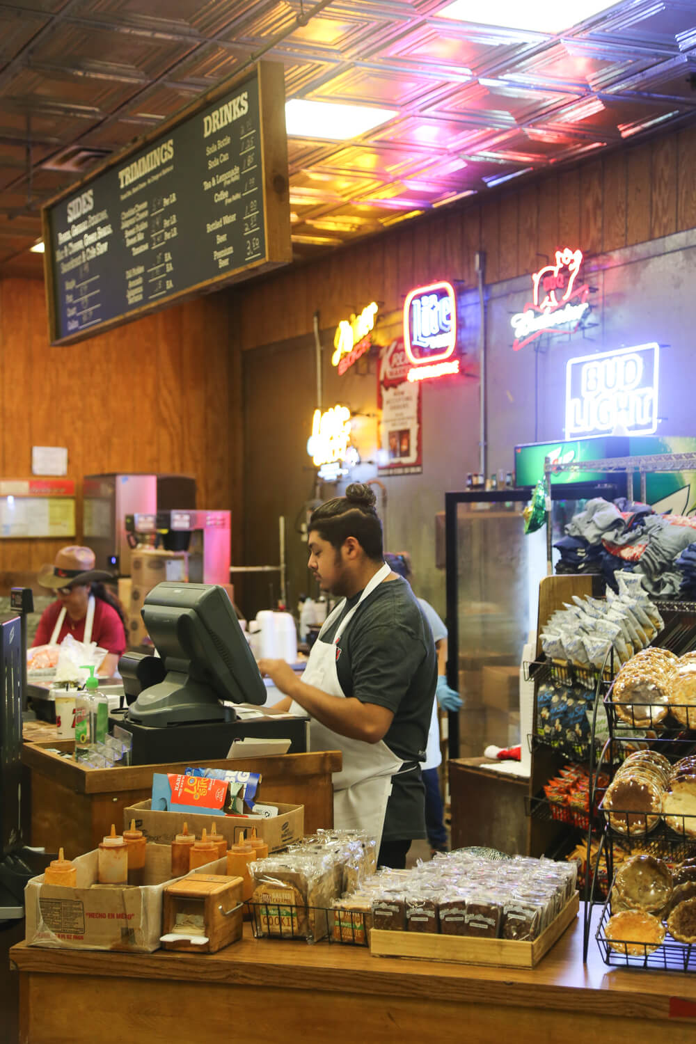 Where to eat the best BBQ in Lockhart Texas, a list of the best barbecue in Lockhart an easy Day trip from Austin, Texas Hill Country BBQ #BBQ #FoodieTravels