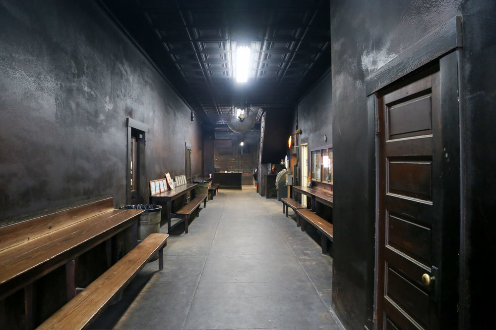 Smoke lined hall in Smitty's Lockhart