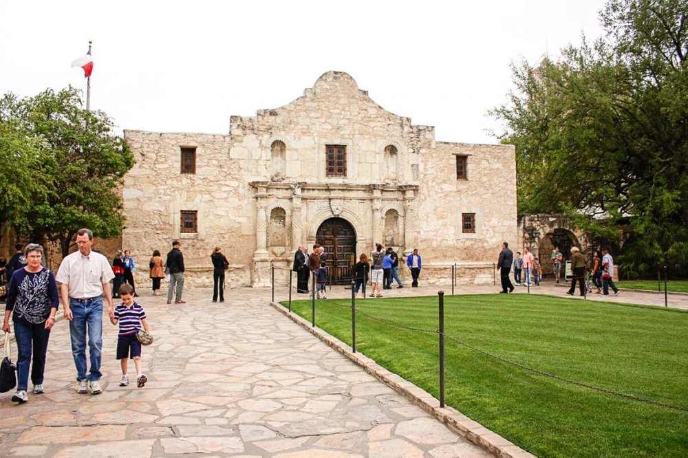 Things to do in the Texas Hill Country The ALamo in San Antonio