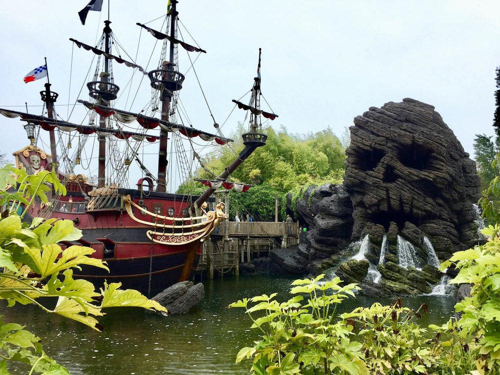 Disneyland Paris Ship and Skull