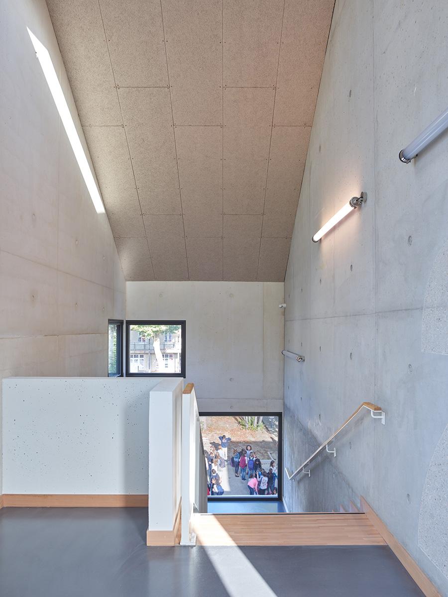 N2-escalier-1©S.Chalmeau non libre de droits+kids copie.jpg
