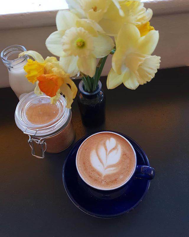 Happy daffodil day! 😊 #honeyhoney #daffodilday2019 #dublincafe #portmarnock