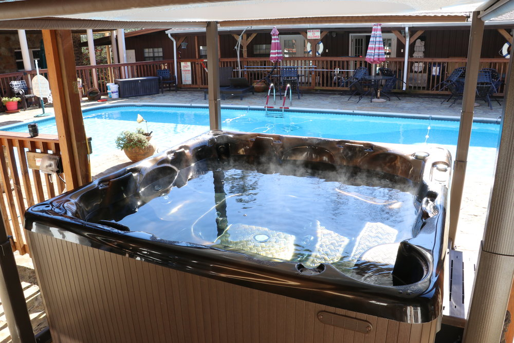 Outdoor hot tub - Enjoy the cool nights at the mountains in the hot tub listening to music.