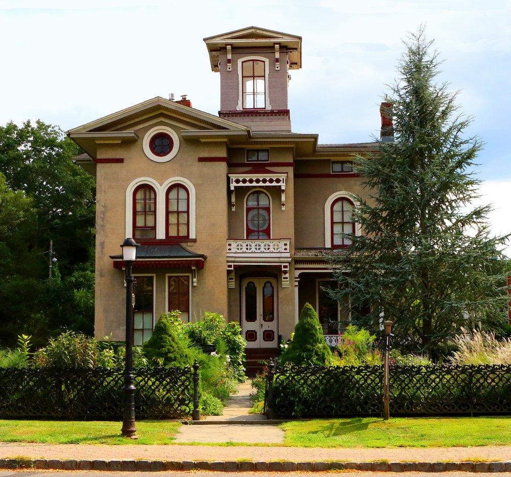 house-2412077_1920.jpg