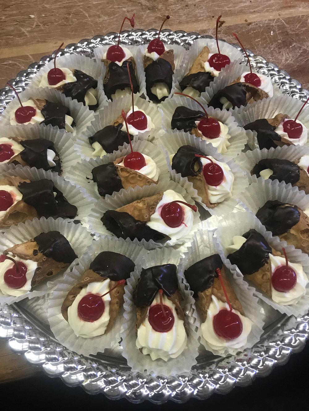 Cannoli-hmb-bakery.jpg