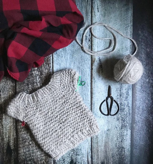 Sunday's are for rest and knitting Itty Bitty Raglan sweaters. The knitting bible tells me so.