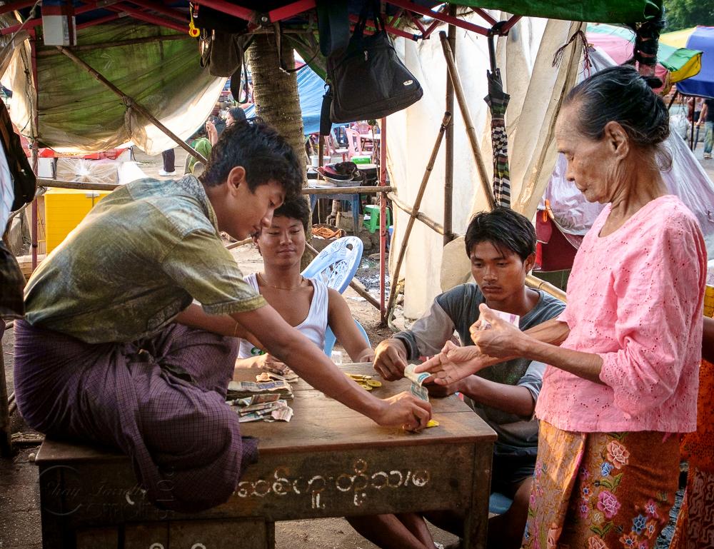 Burma_YangonDay1-6688.jpg