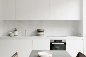 facing-north-with-gracia-blog-aspen-petra-bindel-all-white-loft-brussels-1