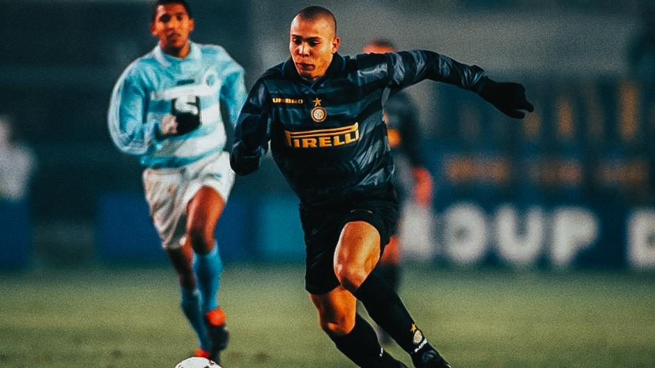 Ronaldo in actie in het shirt van Inter