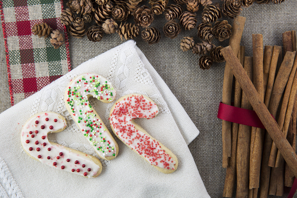 three-festive-sugar-cookies-PZL6T5Z.jpg