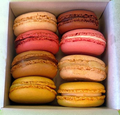 laduree box 8 macarons