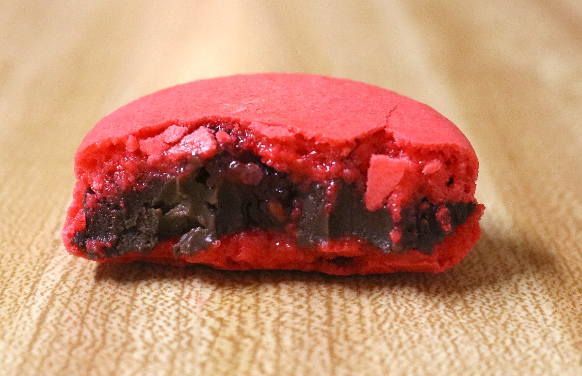 chocolate raspberry macaron with chocolate ganache