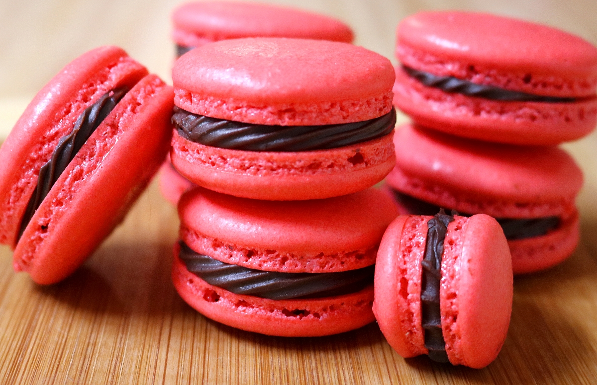 chocolate raspberry french macarons