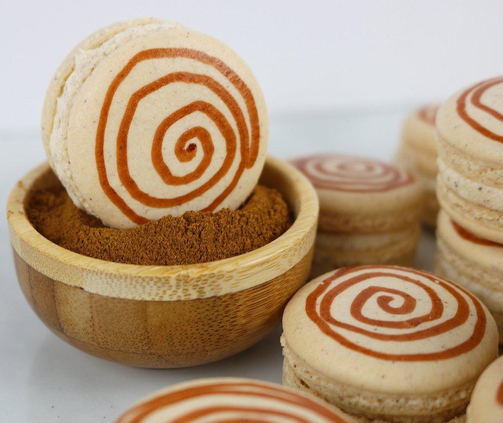 cinnamonrollmacarons2