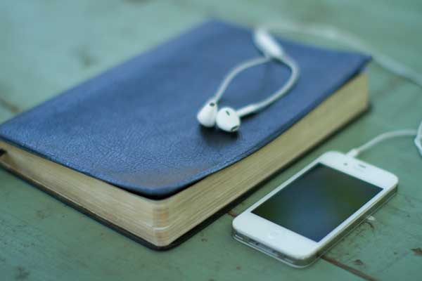 bible-and-iphone---lightstock.jpg