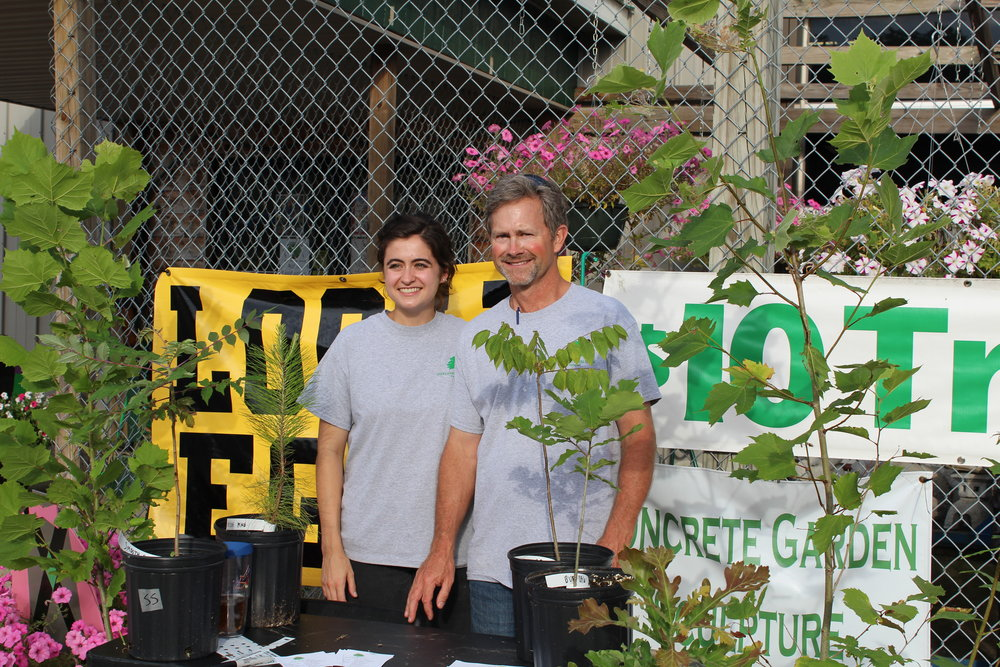 Doug (right) and Laura (left) selling at the Paris Farmers' Market.