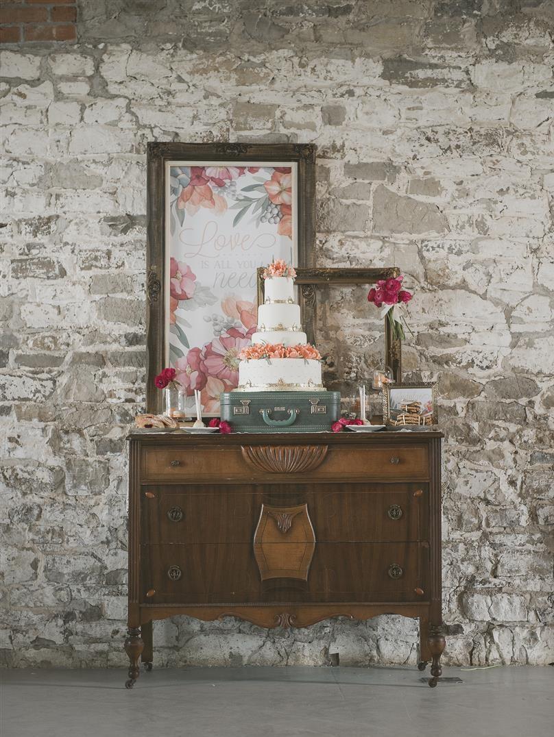 Chic Vintage Brides // Romantic Vintage Wedding Inspiration