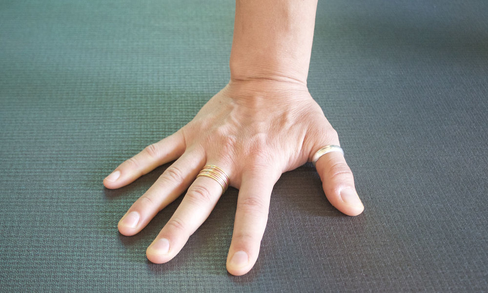 - Even when bearing weight the hand should eventually look like to effort is being applied. Hasta Bandha activation makes the hand appear weightless.