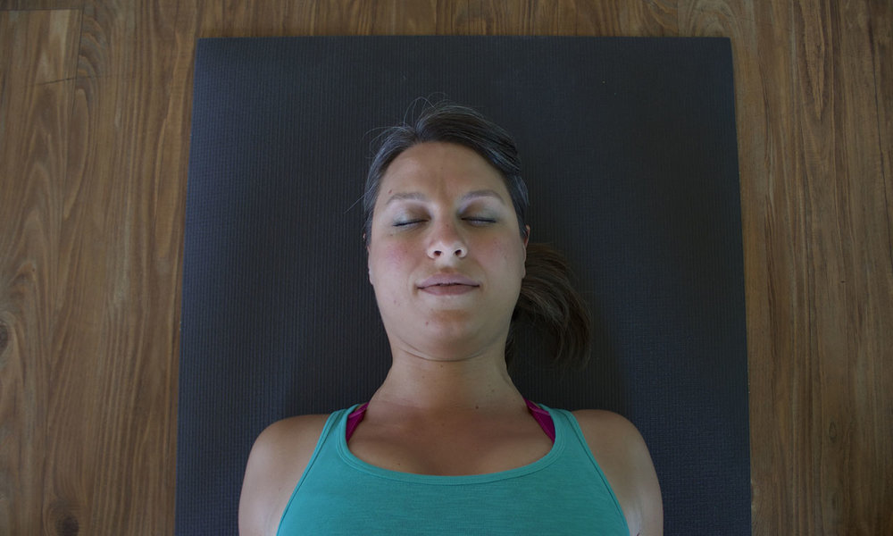 - If you pull the shoulder blades down the back, the neck is strained and the collarbones jam into the upper ribs.