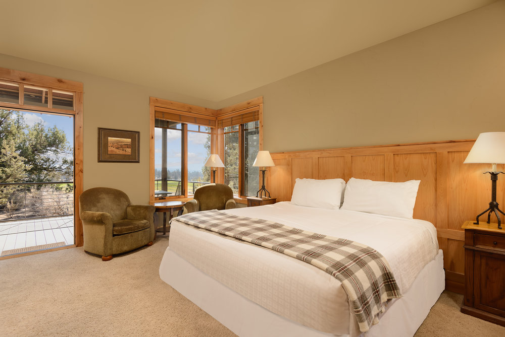 LODGING PACKAGE - Attendees of The Premiere Bend Wedding Show can enjoy exclusive rates on King Guestrooms during their stay.