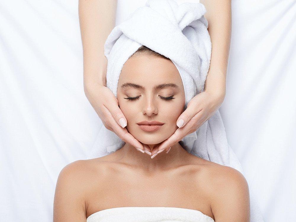 SPA - Ganzkörper-Wellnesskonzepte, Hals- und Décolletéepflege, Massagen,  uvm.