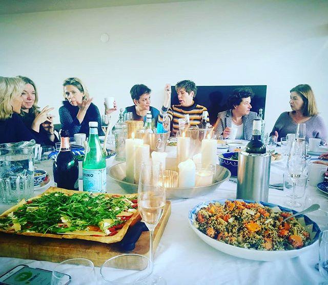Enjoy the festive season with your tribe! #fwxamsterdamalumni #futurewomenx #futuremakers #sisterhood