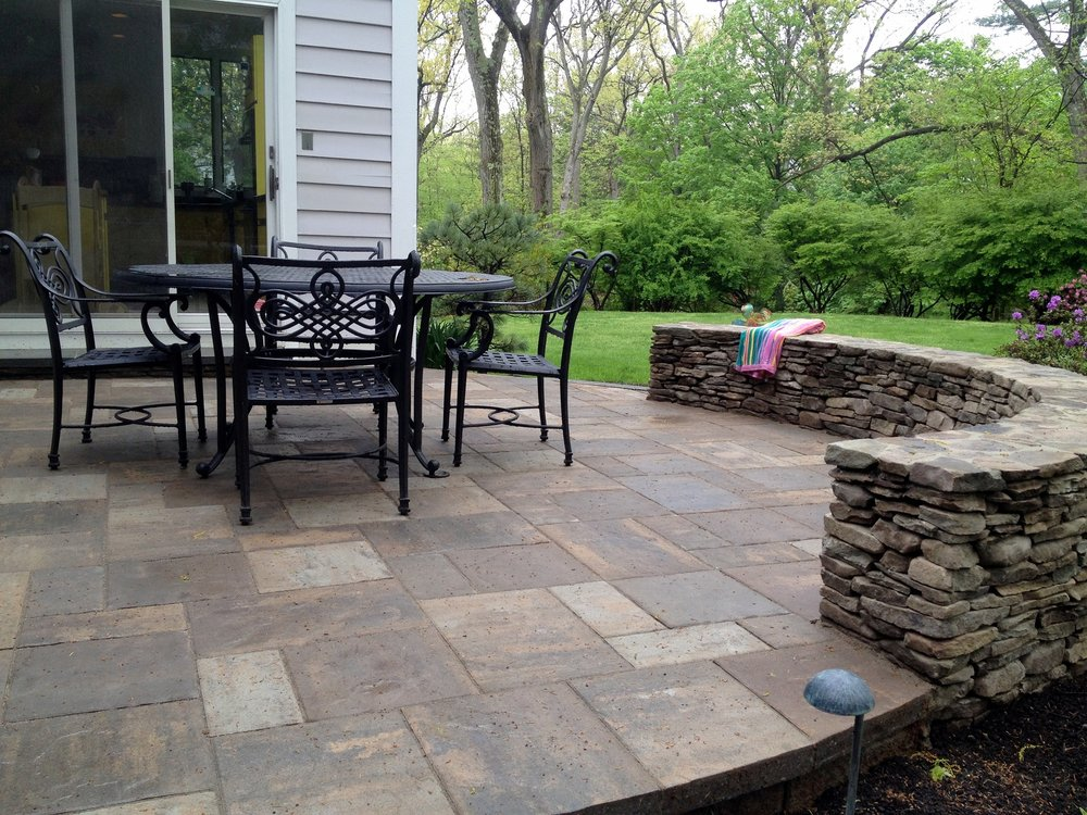 Beautiful patio with retaining wall in Lincoln MA