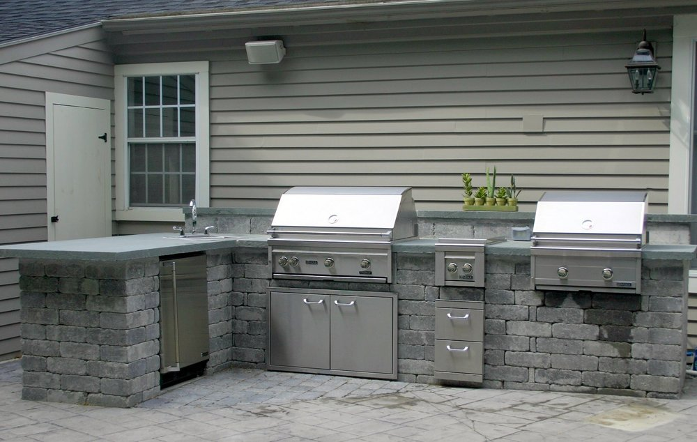 Durable patio pavers and outdoor kitchen in Arlington, MA